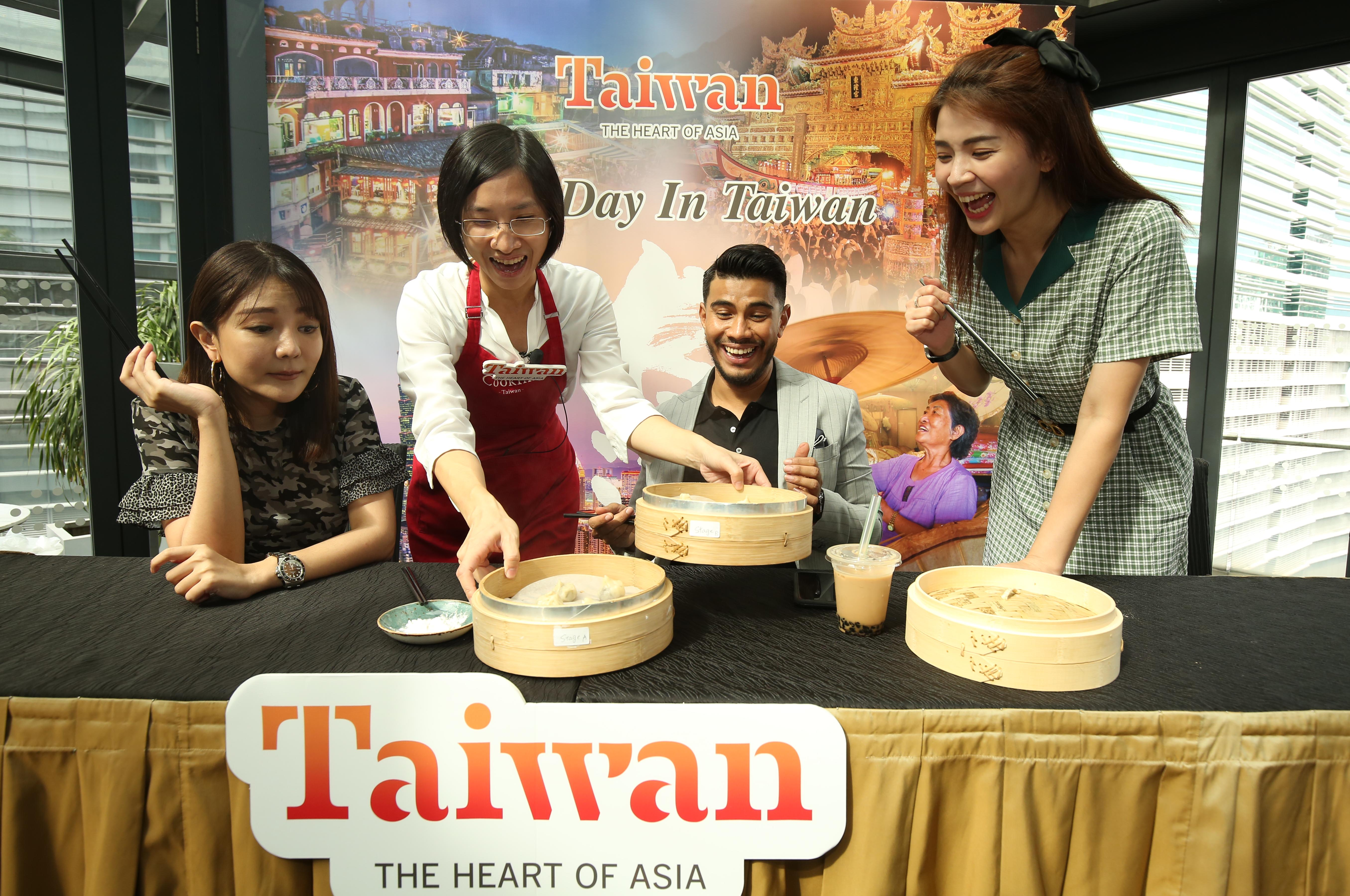 Artist Tong Bing Yu (left 1), influencer Azrel Ismail(left 3) and DJ Emely Poon (right) happily await for their own DIY creative Taiwanese dumplings.