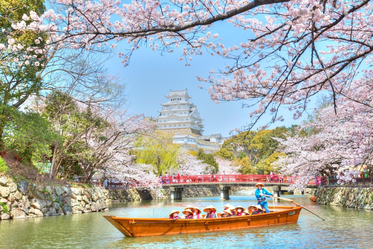 Hyogo  & Okayama: Ancient Castles and Gardens At The Doorstep