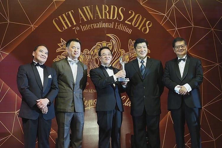 左起为丹斯里Richard Koh、庄学腾、丹斯里陈坤海、拿督洪进达及丹斯里Dr. Michael Yeoh。