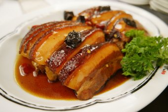 Braised Pork Belly with Sarcodon Mushroom