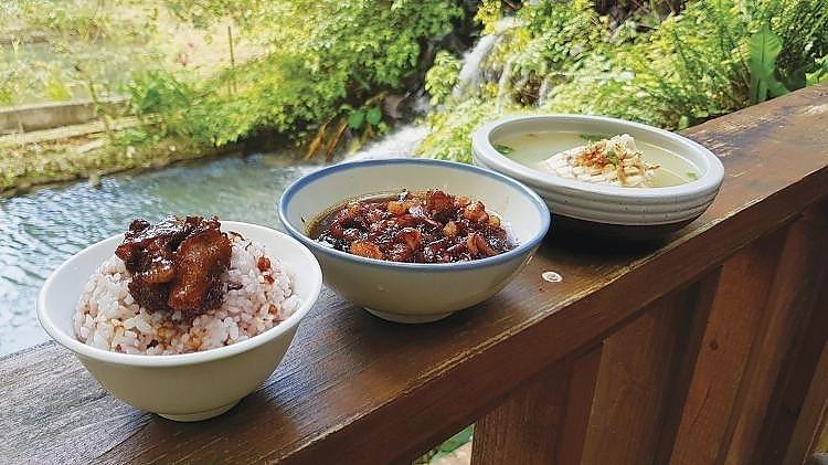 Sturgeon and braised pork rice 鲟龙鱼卤肉饭