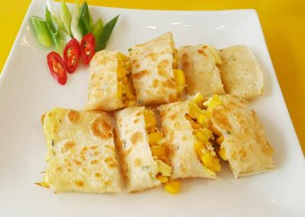 Chinese omelet with corn
